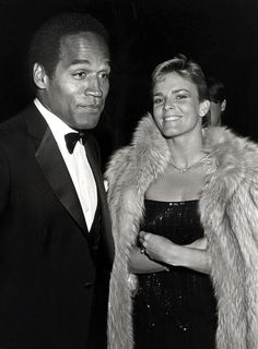 Nicole Brown Simpson and OJ Simpson attend the movie premiere of 'Ishtar Hollywood Couples, Celebrity Couples, American Crime Story Oj, Oj Simpson Case, Famous Pairs, True Crime Books, Bruce Springsteen, American History, Celebrities