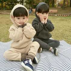 Uploaded by Hance Edward. Find images and videos about ulzzang kids, korean kids and asian kids on We Heart It - the app to get lost in what you love. Cute Asian Babies, Cute Korean Boys, Korean Babies, Asian Kids, Cute Babies, Twin Baby Boys, Twin Babies, Baby Kids, Cute Baby Pictures