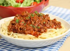 This classic spaghetti bolognaise recipe will feed a family of 4 - and you might even had a little extra leftover for lunch the next day! Serve the spaghetti with parmesan and garlic bread. Spaghetti Bolognese, Turkey Bolognese, Spaghetti Meat Sauce, Bolognese Sauce, Pasta Sauce Recipes, Meat Recipes, Wine Recipes, Cooking Recipes, Savoury Recipes