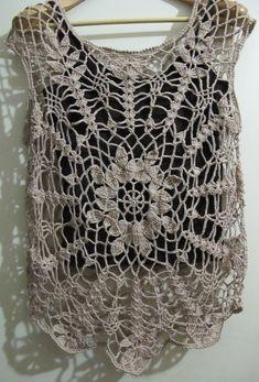 Little Bee Creative: Shadow Color Crochet Circle Vest, Crochet Tank Tops, Crochet Circles, Crochet Shirt, Knit Crochet, Diy Crochet Projects, Diy Crafts Crochet, Popular Crochet, Crochet Woman