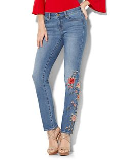 The boho vibes of the floral embroidery makes the Embroidered Straight Leg Denim perfect for your weekend wardrobe. Exclusively at New York and Company.