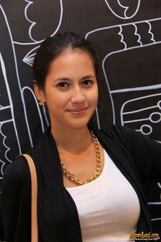 Pevita Pearce http://wallpaperdh.com/category/animal-wallpaper/