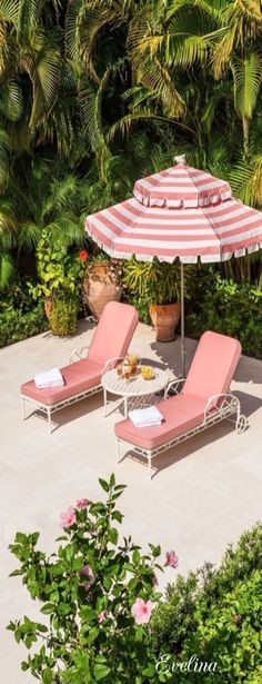 palm beach style poolside with pink umbrella Outdoor Spaces, Outdoor Living, Outdoor Decor, Outdoor Seating, Estilo Tropical, Pool Bar, Blue Hydrangea, Retro Home Decor, Porches