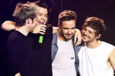 Billboard - One Direction Covers 'FourFiveSeconds,' 'Torn' at BBC Radio 1 Live Lounge: Watch