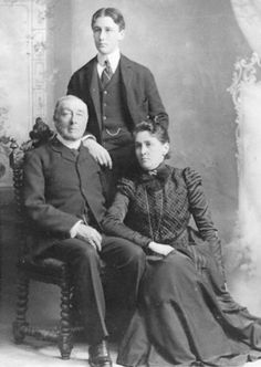 Franklin D. Roosevelt and his parents, Sara and James Roosevelt in Poughkeepsie, New York. This was the last family portrait taken of the Roosevelts, as James died in December 1900.May 1, 1899. ❤❤❤ http://www.fdrlibrary.marist.edu/aboutfdr/biographiesandmore.html