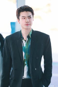 Sehun [HQ] 200115 Incheon Airport, Departing for Paris Sehun, Airport Look, Airport Style, Airport Fashion, Celebrity Dads, Celebrity Style, My Idol, Suit Jacket