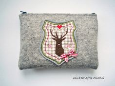 Graue Tasche für die Dirndlschürze mit zwei Schlaufen und Hirsch aus Wolle, grey dirndl dress bag with deer by Zauberhaftes Allerlei via DaWanda.com