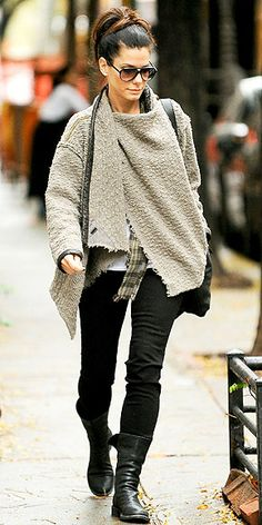 Sandra Bullock Street Style - My Style - Sportschuhe Winter Outfits, Casual Outfits, Cute Outfits, Sandra Bullock Hair, Celebrity Style Casual, Outfits Mujer, People Magazine, Mode Style, Matthew Mcconaughey