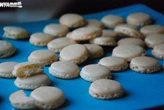 Nyammm: MACARON - EZ IS AZ ELSŐ:) Macarons, Biscuits, Cookies, Food, Crack Crackers, Crack Crackers, Macaroons, Hoods, Meals