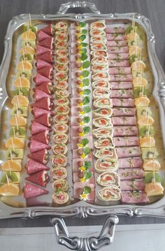 Peach Larson's media statistics and analytics Taco Appetizers, Healthy Appetizers, Appetizer Recipes, Party Food Platters, Food Trays, Vegan Mexican Recipes, Ethnic Recipes, Bacon Wrapped Pineapple, Birthday Menu