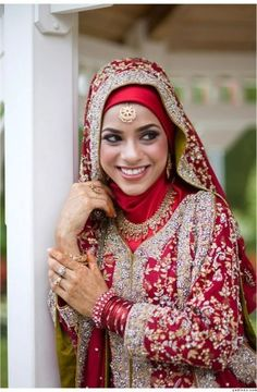 Information about new Islamic Wedding Hijab Style, Arabic Islamic Abaya Wedding Hijab Style, Islamic Hijab Style for the Indonesian Bride, A Video Tutorial to get the Indian Dulhan Look and Indian Dulhan with Islamic Hijab are given in this article. Bridal Hijab Styles, Bridal Style, Bridal Dresses, Muslim Fashion, Bollywood Fashion, Hijab Fashion, Ankara Fashion, Fashion Fashion, Korean Fashion