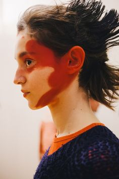 Youth and pop culture provocateurs since Fearless fashion, music, art, film, politics and ideas from today's bleeding edge. Red Makeup, Pretty Makeup, Makeup Looks, Hair Makeup, Editorial Hair, Editorial Fashion, Fashion Runway Show, Runway Makeup, Provocateur