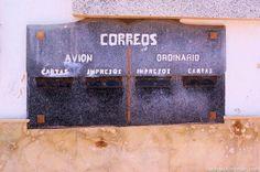 """El viejo buzón español. Una de las cosas de la lista de """"atracciones"""" que ver allí. Fotos por Jonny Fuente: (blog en inglés) http://backpackingman.com/relax-surf-city-sidi-ifni — en Sidi Ifni."""