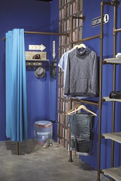 probadores equipamiento Boutique Interior, Boutique Decor, Clothing Store Displays, Dance Store, Retail Store Design, Closet Shelves, Store Windows, Consignment Shops, Style Vintage