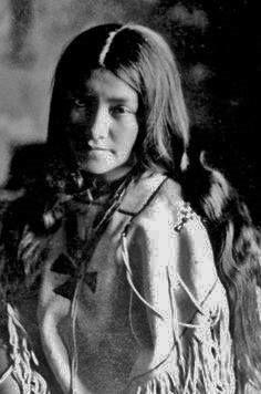 Lenna Geronimo (the daughter of Geronimo and his wife Mescalero wife Ih-tedda) - Chiricahua Apache/Mescalero Apache - 1907
