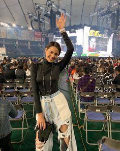 สุด สุด สุดดดด 🤩 @taylorswift  #reputationstadiumtour  Cr: @urassayas. 💕 #nadechyaya #urassaya #uras... #yooying Ulzzang Korean Girl, Cute Korean Girl, Celebrity Outfits, Celebrity Couples, Holy Chic, Thai Model, Girl Short Hair, New Instagram, Girl Poses