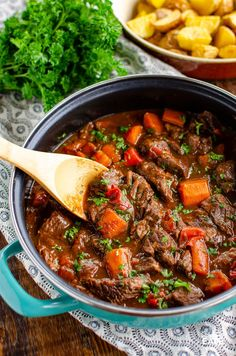 This delicious bowl of Balsamic Braised Beef is pure comfort food. Tender chunks of beef in a tangy rich tomato sauce. Gluten free, dairy free, Slimming World and Weight Watchers friendly Slimming World Beef Recipes, Slimming Eats, Slimming Word, Speed Foods, Cooking Recipes, Healthy Recipes, Slow Cooking, Savoury Recipes, Chef Recipes