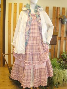 ピンクハウス Mori Girl Fashion, Cute Fashion, Vintage Fashion, Layering Outfits, Dressy Outfits, Mori Style, Shabby, Pink Houses, Harajuku Fashion