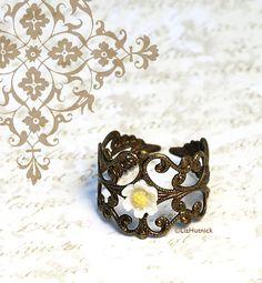 Hippie Chic Daisy Ring. Adjustable Ring. Tiny Daisy Filigree Ring. Bohemian Style Jewelry.