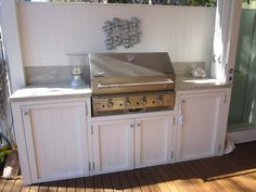Desire Empire: Beach House Decor Styling Your Home For Sale kitchen Hamptons Built In Grill, Outdoor Kitchen Design, Home Bar Areas, Beach House Decor, Cottage Style, Bars For Home, Beach Cottage Decor, Home Decor, Trendy Home