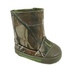 for his hard work days!camo boots like dads! Baby Boy Shoes, Boys Shoes, Duck Dynasty Baby, Little Babies, Cute Babies, Baby Hunter, Camo Boots, Camo Baby Stuff, Little Boy Fashion