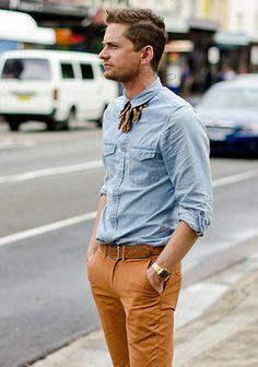 オレンジパンツ×シャツの着こなし(メンズ) | Italy Web