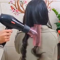 The Hair Dryer Magic Curls is perfect for anyone who loves to do their hair! peinados videos 💃Secrets of stars changing their hair every day. Hair Diffuser, Curly Hair Styles, Natural Hair Styles, Hair Upstyles, Corte Y Color, Magic Hair, Hair Tools, Great Hair, Hair Videos