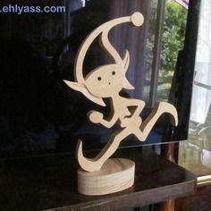 Sculpture en bois lutin courant en chantournage