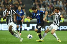 Giacomo Bonaventura (C) of Atalanta BC is challenged by Paul Pogba (L) and Claudio Marchisio of Juventus during the Serie A match between Ju...