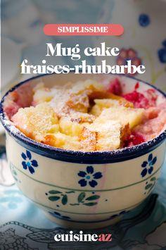 Le mug cake fraises-rhubarbe est un dessert facile et rapide à confectionner. #recette#cuisine#mugcake #fraises #rhubarbe#patisserie Oatmeal, Breakfast, Food, Cakes, Funny, Strawberry Rhubarb Crumble, Strawberries, The Oatmeal, Morning Coffee