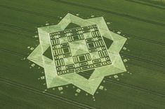 Crop Circle in East Field, Wiltshire. Reported - July some crop circles are so complicated it seems like they must be made by extraterrestrials. Crop Circles, Circle Art, Circle Design, Nazca Lines, Alien Art, Ancient Mysteries, Circle Pattern, Ancient Aliens, Land Art