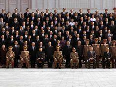 El 27 de septiembre de 2010, un día antes de una poco habitual conferencia del Partido de los Trabajadores en Pyongyang, Kim Jong-un fue ascendido al rango de Daejang, el equivalente a general del Ejército. Al día siguente, fue nombrado viceconsejero de la Comisión Militar Central e incluido en el Comité Central del Partido de los Trabajadores. Tres días después, se difundió la primera imagen oficial de Kim Jong-un de adulto. Fue mostrado sentado en la primera fila, a dos asientos de su…