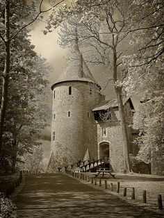 "Castell Coch, Cymru (Wales) The Fairytale Castle See my other Board for more Images "" William Burges"" Beautiful Castles, Beautiful Buildings, Beautiful World, Beautiful Places, Welsh Castles, Chateau Medieval, Medieval Castle, Famous Castles, Historical Sites"