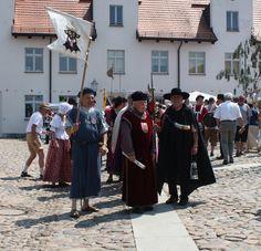 Festlicher Aufzug beim #Burgfest in #Wesenberg Foto: Mecklenburgische Kleinseenplatte Touristik GmbH #meckpomm #mecklenburg #vorpommern