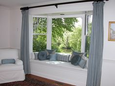 Window Seat Curtains, Bay Window Bedroom, Bay Window Living Room, Cool Curtains, Bedroom Windows, Bay Windows, Burlap Curtains, Window Coverings, Beautiful Curtains