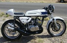 Beautiful Kawasaki H1 500cc 2 stroke.  Taming the Kawasaki 500 Triple ~ Return of the Cafe Racers