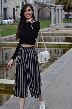La moda está reinterpretando los pantalones, y los de estilo ancho vuelven con fuerza a nuestros armarios para quedarse, al menos, unas temporadas más. Existen mil y una versiones diferentes (aquí …