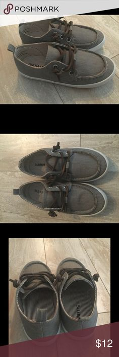 Old Navy Gray Canvas Slip on Shoes Sz 11 Boy Cute toddler boys Canvas Slip on Shoes. Brand new. Gray with brown leather laces. Slip on with elastic band on sides. Sz 11. New! Old Navy Shoes Flats & Loafers