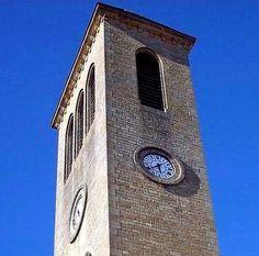 Cadrans Bodet installés sur le clocher de l'église des Cordeliers de Gourdon (46), Languedoc-Roussillon-Midi-Pyrénées.