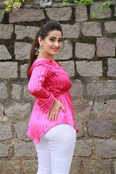 Manjusha Actress Photos Stills Gallery Indian Actress Hot Pics, Indian Bollywood Actress, Beautiful Bollywood Actress, Most Beautiful Indian Actress, Actress Photos, Bollywood Fashion, Indian Actresses, Beautiful Actresses, Beautiful Girl In India