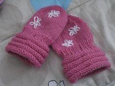 Vauvan lapaset -ohje - Piipertäjät - Vuodatus.net Kids Knitting Patterns, Knitting For Kids, Knitting Socks, Knit Socks, Handmade Art, Fun Projects, Diy For Kids, Little Boys, Home Crafts