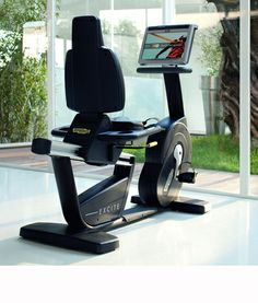 Recline, recumbent bicicle by Technogym