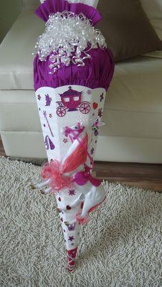 """Der Traum vieler kleiner Mädchen! Eine Schultüte in Liebevoller Handarbeit !!! Für eine Prinzessin """"Wunderschön"""" Läßt Kinderaugen erstrahlen :-) Auf Wunsch verziere ich i"""