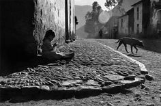 luzfosca: Sergio Larraín The Inca Empire, Pisac, Peru, 1960 From Magnum Photos Old Photography, Street Photography, Landscape Photography, Photography Lessons, Animal Photography, Henri Cartier Bresson, Gordon Parks, Photomontage, Image Paris