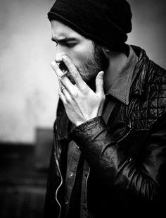 man in beanie + leather jacket = i will grab your leg & never let go Look Fashion, Mens Fashion, Rocker Girl, Beard Tattoo, Raining Men, Men Street, My Guy, Beard Styles, Stylish Men