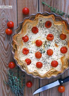 Tarta salada de yogur y queso de cabra con tomatitos. Receta fácil http://ift.tt/OAtrnL