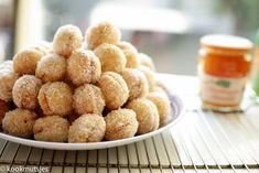 Marokkaanse kokoskoekjes | Kookmutsjes Donut Muffins, Donuts, Cookie Recipes, Dessert Recipes, Desserts, Morrocan Food, Moroccan, Eid, Something Sweet