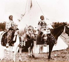 Lucy Pierre and her daughter - Flathead - circa 1910