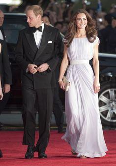 Pin for Later: Kate Middleton ist eben doch eine richtige Prinzessin Die schimmernden Kleider