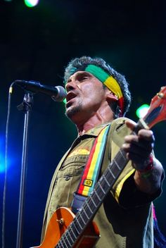 Manu Chao spent several years traveling throughout South and Central America, recording new music as they went. Manu Chao, Norton Antivirus, Reggae, Punk Rock, New Music, Central America, Traveling, Windows, Live
